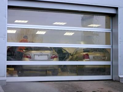 Секционные панорамные ворота от компании «РолСтройДв»