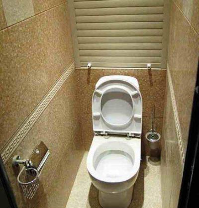 Ролет в туалете
