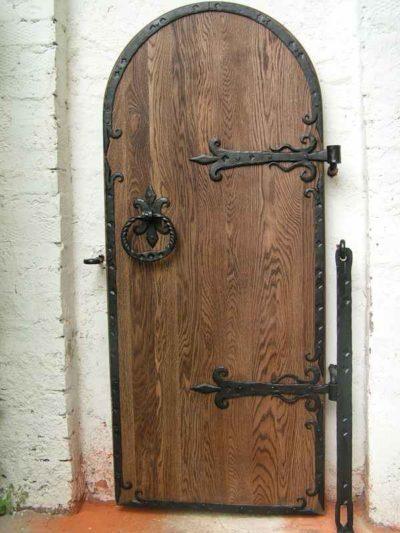 Кованые петли на деревянные врата
