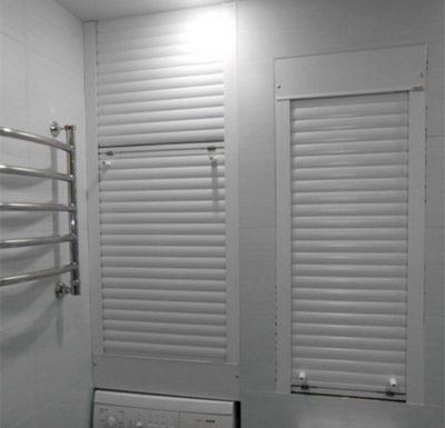 Разделение рольставни в туалете на две части