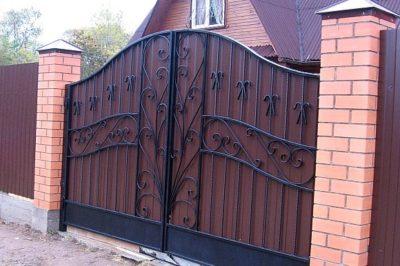 Кованые ворота, которые смотрятся невероятно привлекательно