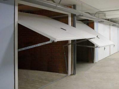 Пример подъемно-поворотных гаражных ворот.