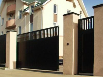 Откатные ворота с обустроенной калиткой