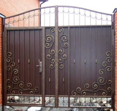 Стандартные ворота со встроенной калиткой
