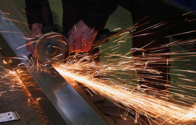 Обработка швов при помощи болгарки