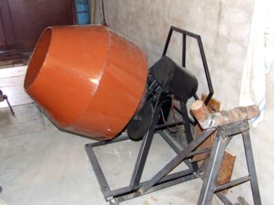 Работа с бетономешалкой