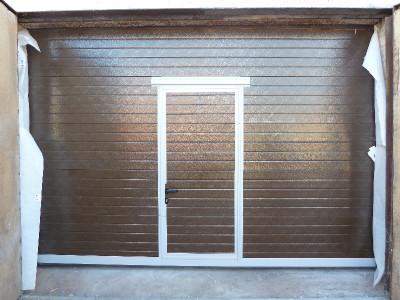 Оптимальное решение для комфорта и экономии тепла – гаражные ворота с калиткой