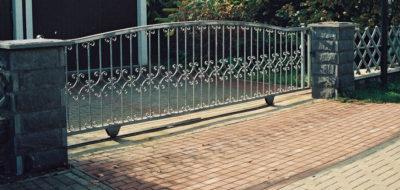 Ворота с нижним рельсом