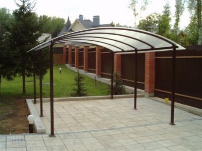 Навес из металла с поликарбонатной крышей