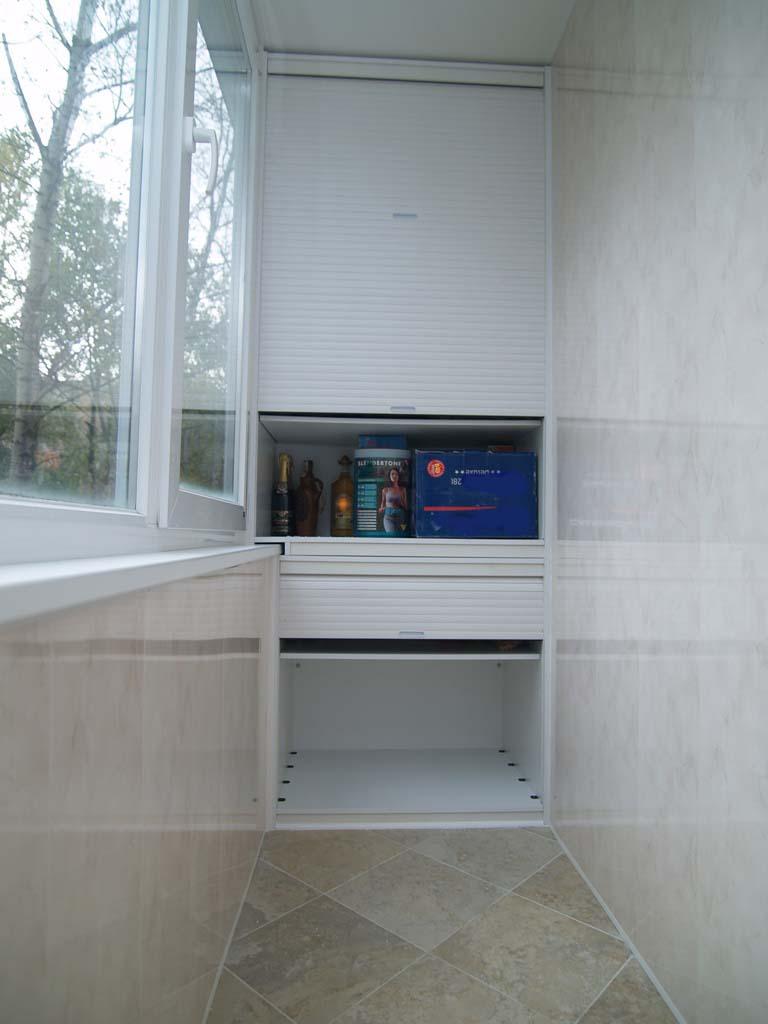 Шкаф с рольставнями на балкон: особенности подбора материало.