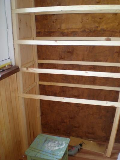 Процесс монтажа деревянной конструкции