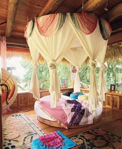 балдахин с очертаниями кровати