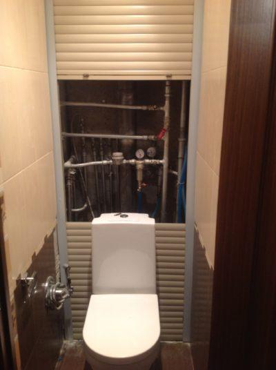 Рольставни в туалетной комнате