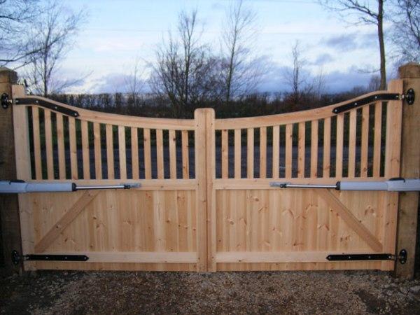 Как сделать забор и ворота на даче своими руками