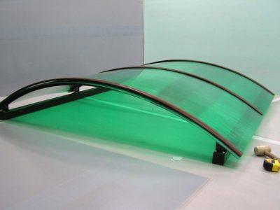 Подготовленный к установке каркас навеса с нанесенным защитным слоем