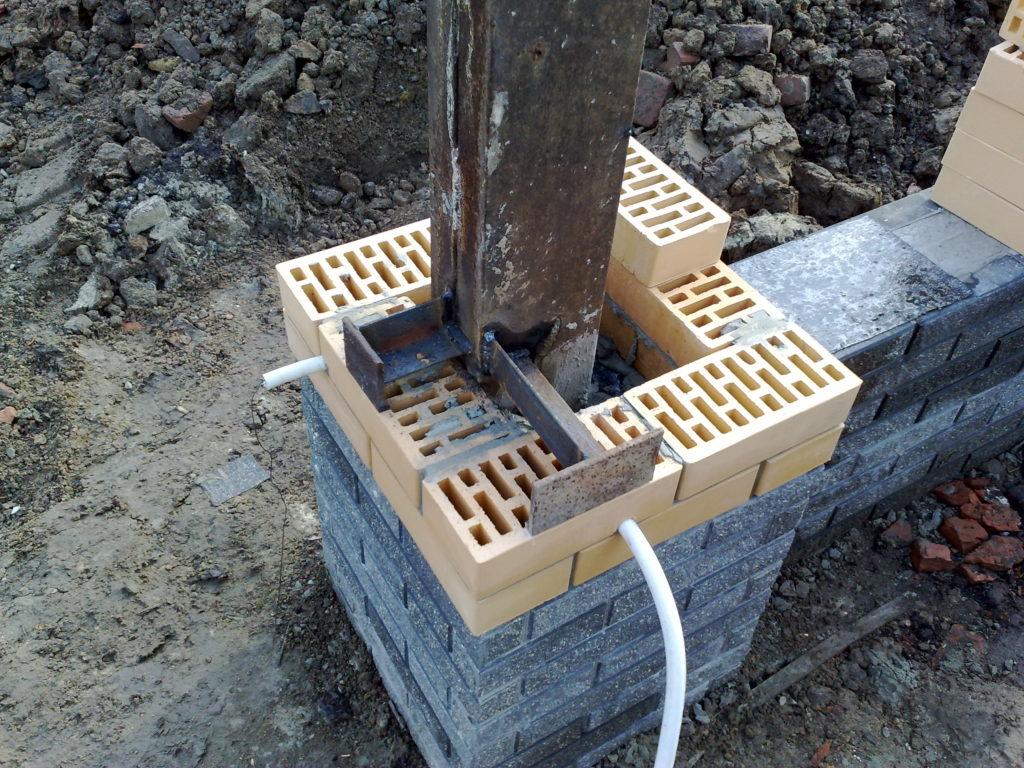 Кирпичный столб для ворот своими руками 975