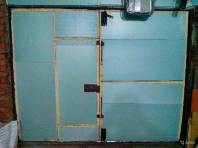 Утепленные металлические распашные ворота в гараж