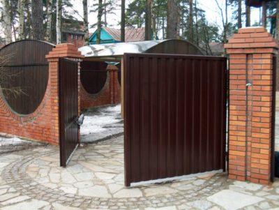 Распашная конструкция ворот