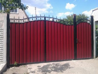 Ворота с примыкающей калиткой из профнастила