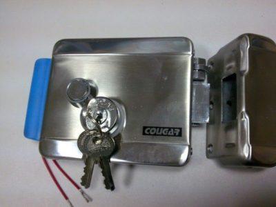 Электромеханический замок с обычными ключами